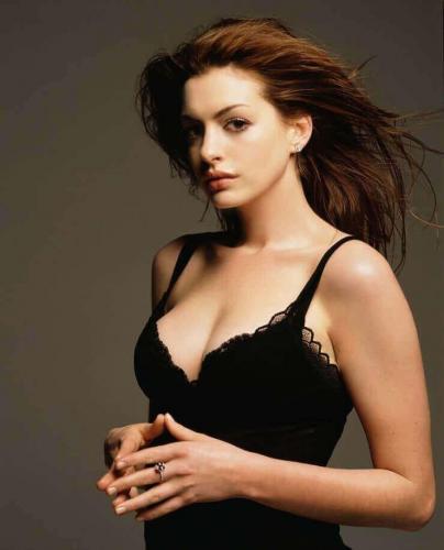 Anne-Hathaway-18