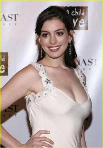 Anne-Hathaway-9
