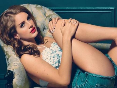 Lana-Del-Rey-hot-thighs-pic