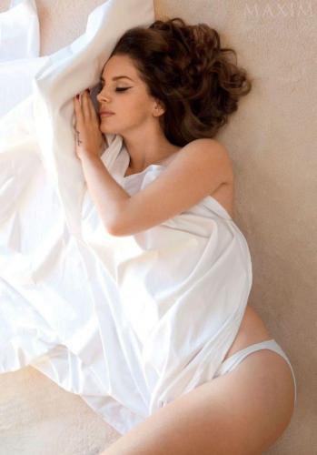 Lana-Del-Rey-hot-white-penty