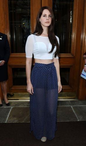 Lana-Del-Rey-hot-women-pic-2