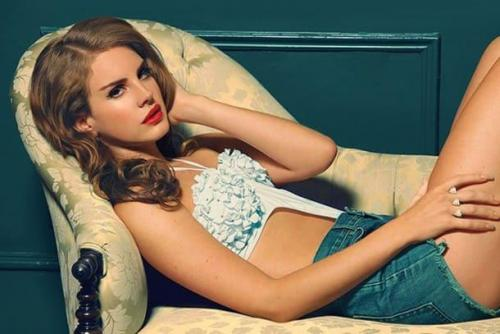 Lana-Del-Rey-sexy-bra-pic