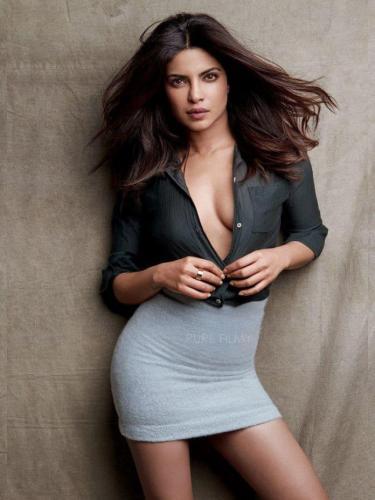 Priyanka-Chopra-awesome-cleavages-pic
