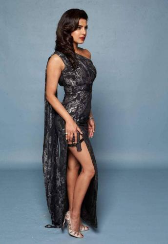 Priyanka-Chopra-awesome-legs