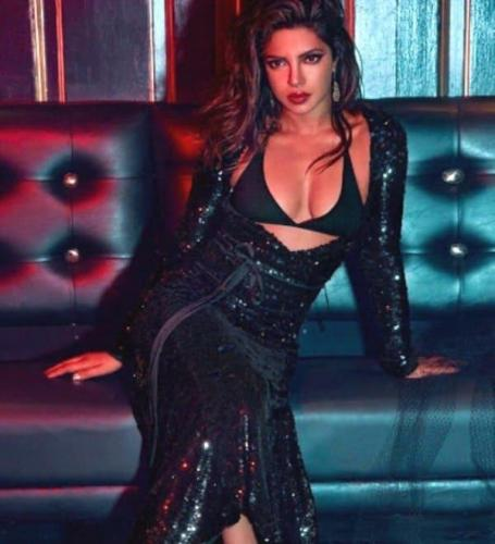 Priyanka-Chopra-black-dress-2