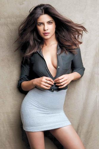 Priyanka-Chopra-hot-cleavages