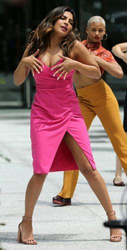 Priyanka-Chopra-pink-dress