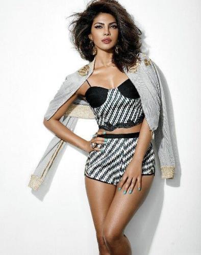 Priyanka-Chopra-sexy-dress