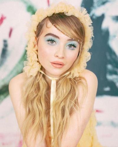 Sabrina-Carpenter-Beautifull-Eyes-1