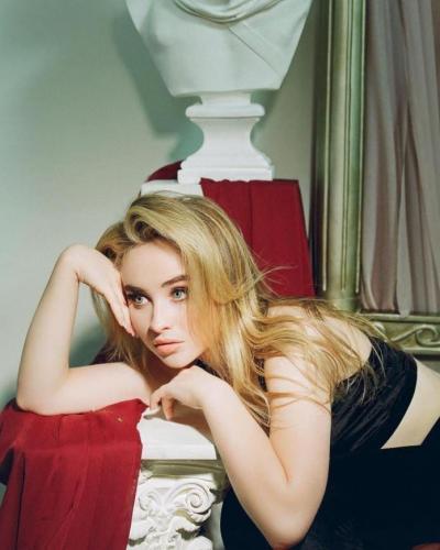 Sabrina-Carpenter-Beautifull-Eyes