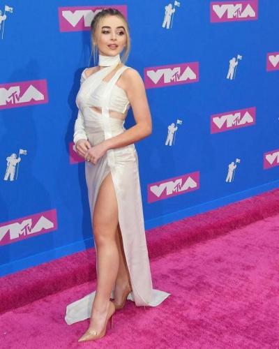 Sabrina-Carpenter-on-VMA-Tv-Show
