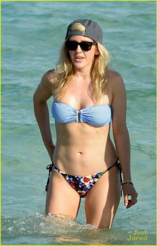 ellie-goulding-beach