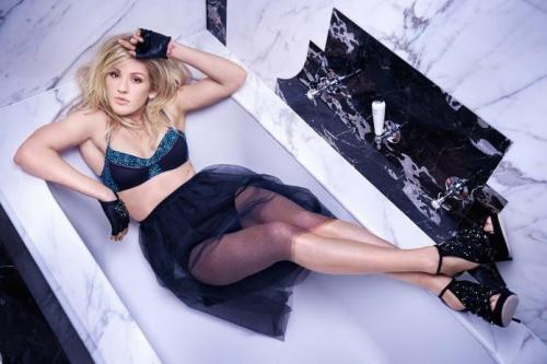 ellie-goulding-legs-awesome-pic-2