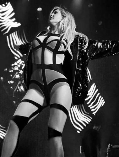 ellie-goulding-legs-sexy-pictures