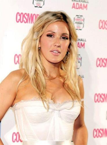 ellie-goulding-sexy-side-boobs